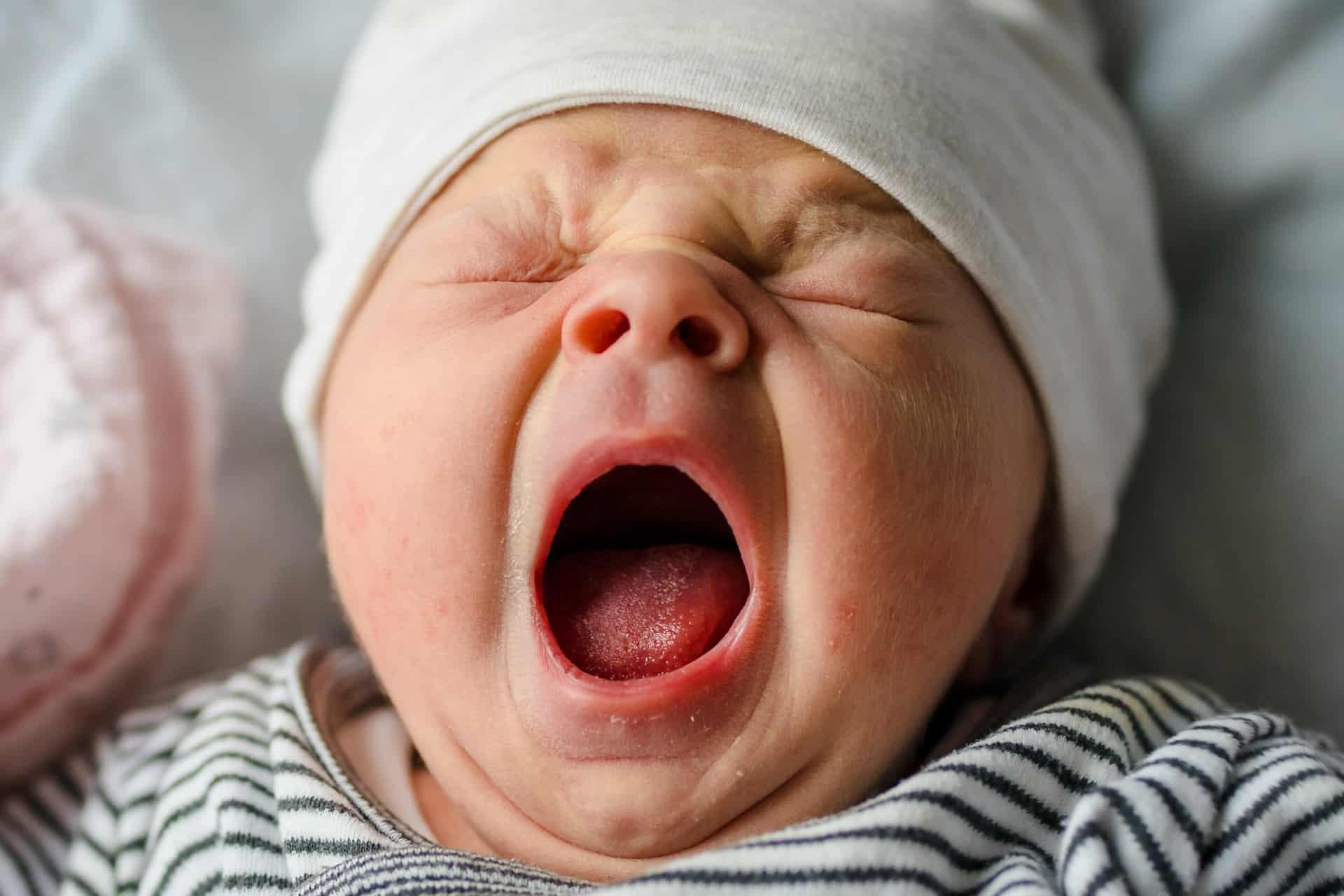 Foto schreeuwende baby.